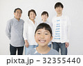 子供 女の子 笑顔の写真 32355440