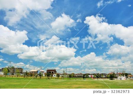 夏の青空の公園から 32362973