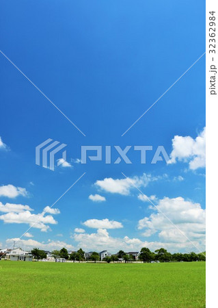爽やかな青空の公園から 32362984