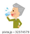水分補給 飲む 男性のイラスト 32374579