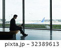 空港 ビジネスマン 出張の写真 32389613