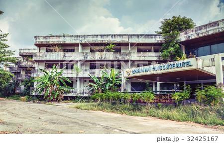 Abandoned hotel 32425167