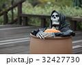 ハロウィンのお化けガイコツ 32427730