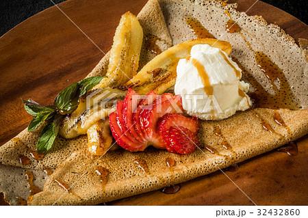 そば粉のクレープ ガレット  galette French food 32432860