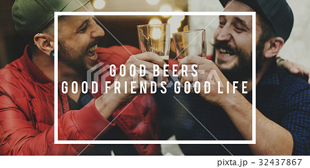 Friends Drink Beer Together Happiness Cheersの写真素材 [32437867] - PIXTA