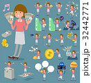 女性 カジュアル お金のイラスト 32442771