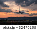 夕暮れの到着便 ボーイング737 32470168