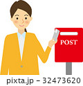 女性 ポスト 投函のイラスト 32473620