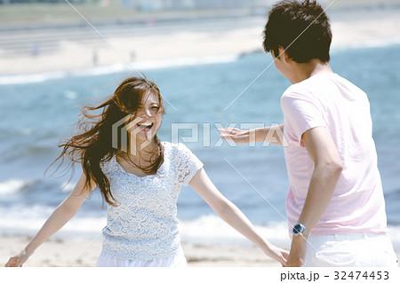 海辺の夫婦 32474453
