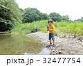 川遊びに来た男の子 32477754