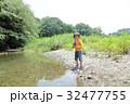 川遊びに来た男の子 32477755