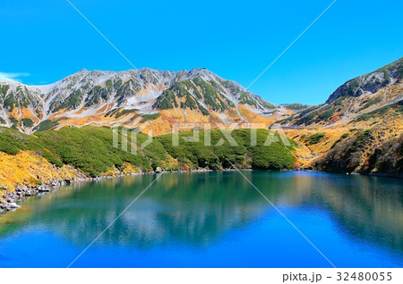 秋のみくりが池と立山の紅葉 32480055