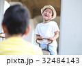 シーソーで遊ぶ子供 32484143