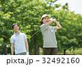 ゴルフ ミドル 夫婦 スポーツ ゴルフ場 イメージ 32492160