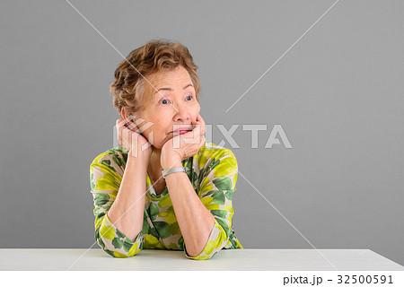 日本人 高齢者女性 32500591