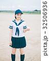 野球ボールとマネージャーの女子高生 32506936