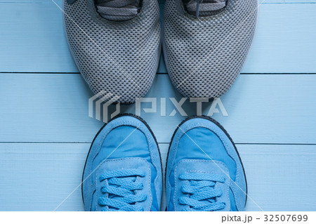two pairs of sport sneakers toe to toeの写真素材 [32507699] - PIXTA