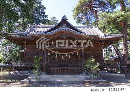 信州 松本の神社 岩崎神社 拝殿 川魚を神に捧げる「川狩りの神事」が珍しい 32511474
