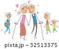 仲良しな高齢者カップル 32513375