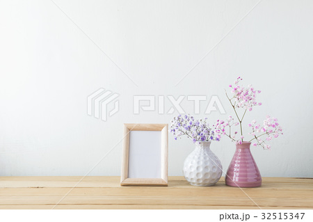 Indoor plant on wooden table and white wallの写真素材 [32515347] - PIXTA