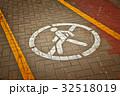 No passage sign on asphalt road 32518019