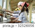 林間学校 手を洗う小学生 32526056