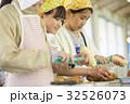 林間学校 料理する小学生 32526073