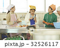 林間学校 料理する小学生 32526117