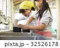 林間学校 料理する小学生 32526178