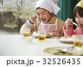 林間学校 食事する小学生 32526435