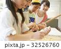 林間学校 料理する小学生 32526760