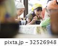 林間学校 食事する小学生 32526948