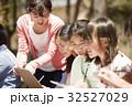 林間学校 写生する小学生 32527029