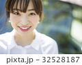 人物 女性 笑顔の写真 32528187