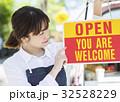 女性 キッチンカー 看板の写真 32528229