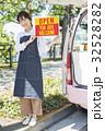 女性 キッチンカー 店員の写真 32528282