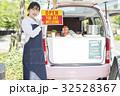 人物 女性 キッチンカーの写真 32528367