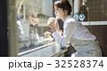 人物 女性 カフェの写真 32528374