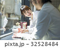 人物 女性 カフェの写真 32528484