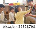 託児所 子供 女の子の写真 32528798