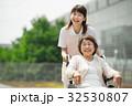 介護 病院 介護士 車椅子 医療イメージ 32530807