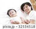 赤ちゃん 親子 母親の写真 32534518