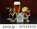 アルコールドリンクのイメージ。注意)透明液体は水です。赤ワイン、白ワイン、ビール、焼酎、ハイボール。 32535410