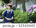 女性 旅行 カメラ 撮影 紫陽花 ショートトリップ 散策 散歩 一人旅 32543445