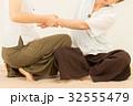 タイ古式マッサージ 女性 人物の写真 32555479