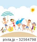 海水浴で遊ぶ三世代家族 32564798