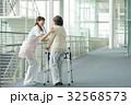 介護 リハビリ 病院 介護士  医療イメージ 32568573