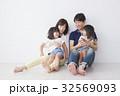 家族 人物 子供の写真 32569093