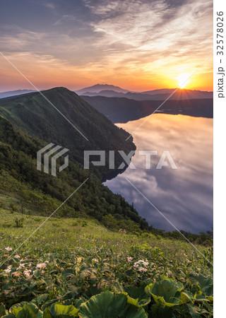 摩周湖と朝日1 32578026