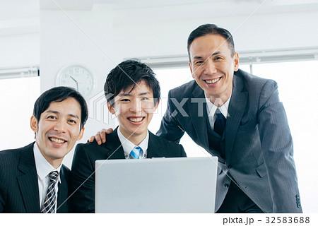 ビジネスマン 男性 32583688
